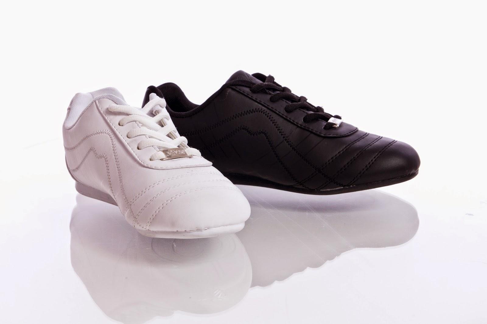 Spor Ayakkabı Elde Nasıl Yıkanır