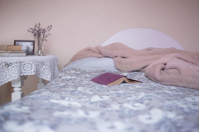 uyuyan kadın, uyku problemleri, sağlıklı uyku, uyku, yatak, uyku öncesi, yatak, bed