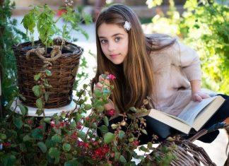 çiçek,kız,kitap,