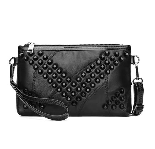 siyah saplı el çantası