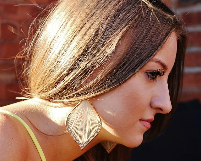 küpe, saç, kumral saçlı kız