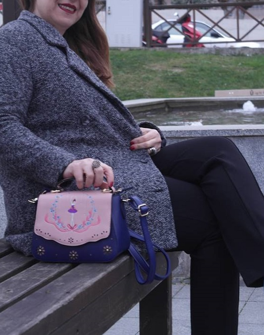 fashion blogger with bags