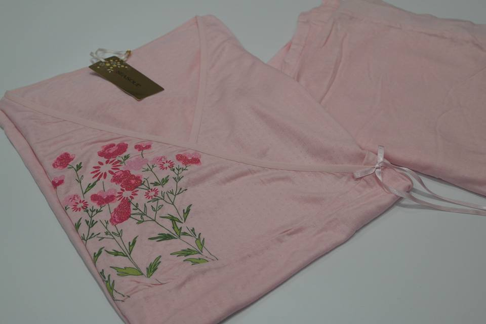 pembe çiçekli pijama takımı