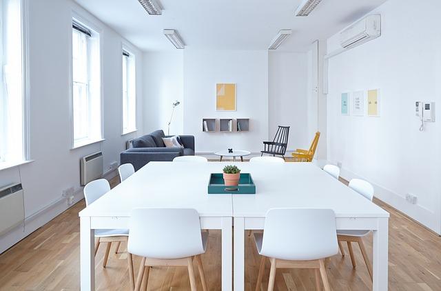 beyaz toplantı masası