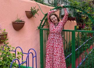 kırmızı uzun çiçekli elbise