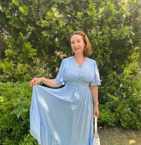 mavi uzun fırfırlı elbise